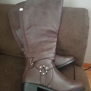 Extra wide leg boots